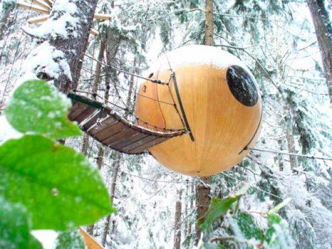 ¿Estás preparado para pasar la noche en una isla habitada por misteriosas esferas?