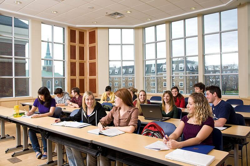 Estudiantes en una clase en la universidad St Francis Xavier