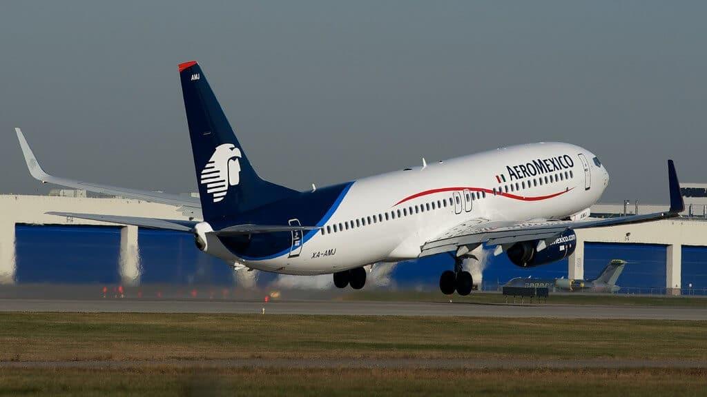 Boeing 737 de Aeromexico despegando de Montreal